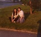 avec SYLVIE sur la pelouse (que j'adore) à côté de chez moi