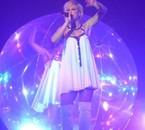 Lorie dans sa bulle au TOUR 2LOR ! =)