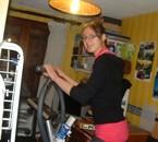 en action sur le vélo hiliptique