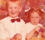 mon frère à 2 ans et moi à 3 ans