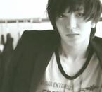 he is so gorgeous ( je c pas lécrir )