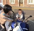 timéo sur la moto de papi