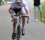 Pierre au sprint, et moi en arrière plan ...