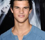 Taylor Lautner VS Jacob Black