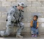 le vaillant soldat americain devant un futur terroriste