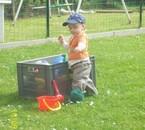 Matheo au jardin