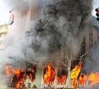 On fout le feu chez le voisin histoire de se venger