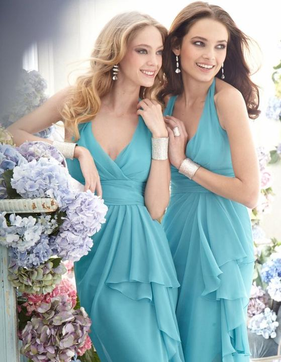 Learn how to pick out Evening dresses of various designs, styles, shades