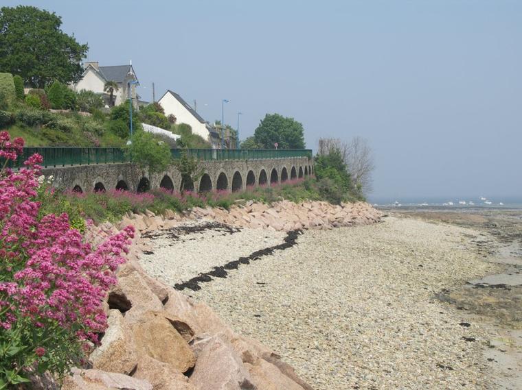 Gros bisous de la Côte de granit Rose embrumée hier, dommage pour ce manque de lumière.