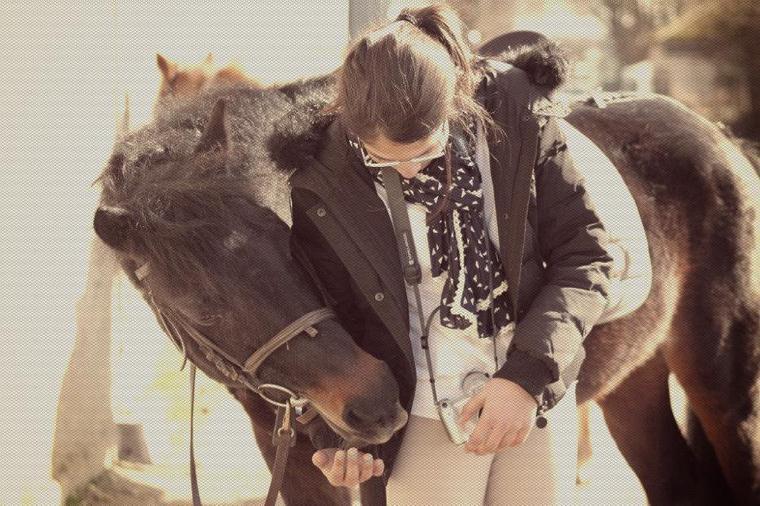 """""""Si les chevaux nous portent c'est qu'ils sont gentils. Ils ont la gentillesse de nous supporter."""""""