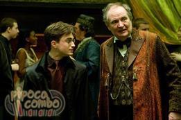 Luna et Harry se rendent à la fête organisée par leur prof de potions