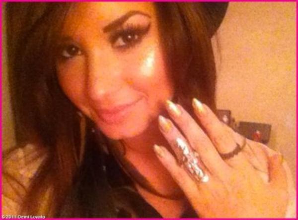 Demi Lovato plus glamour que jamais : elle n'en veut pas à Joe Jonas