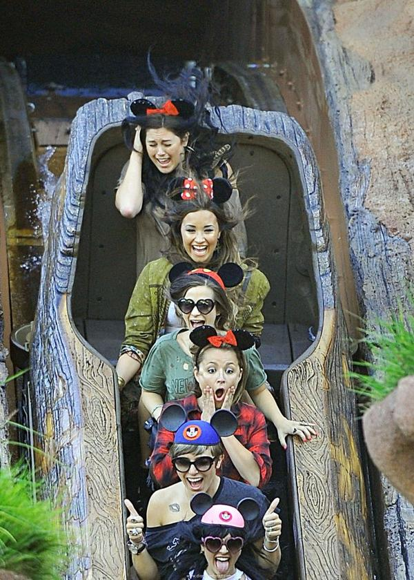 D'autres photos de Demi a DisneyLand pour son 19ième anniversaire
