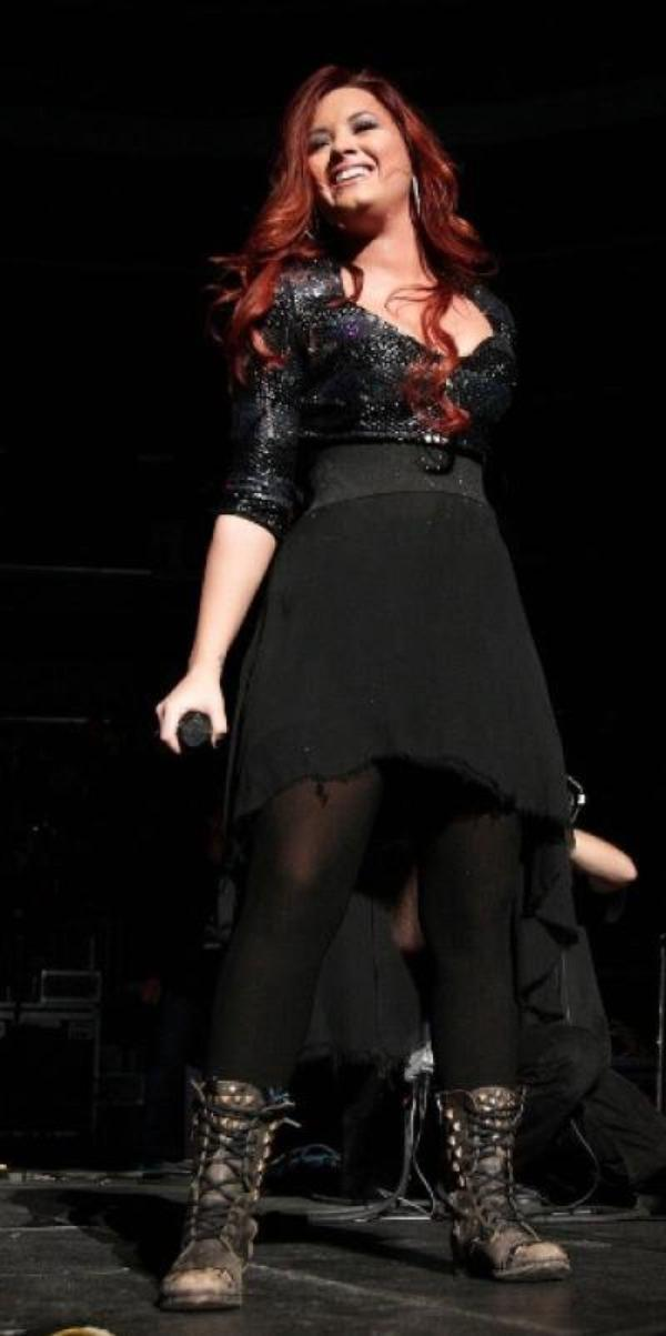 LOOK DE DEMI LOVATO : PERFORMANCE AU JINGLE BALL 2011