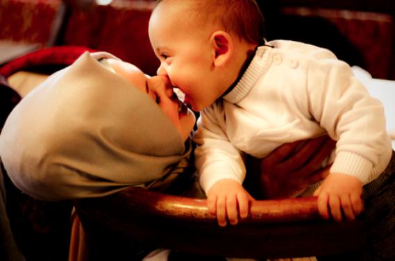 ♥ Le sourire de nos mères vaut bien plus chère que le salaire d'un milliardaire .