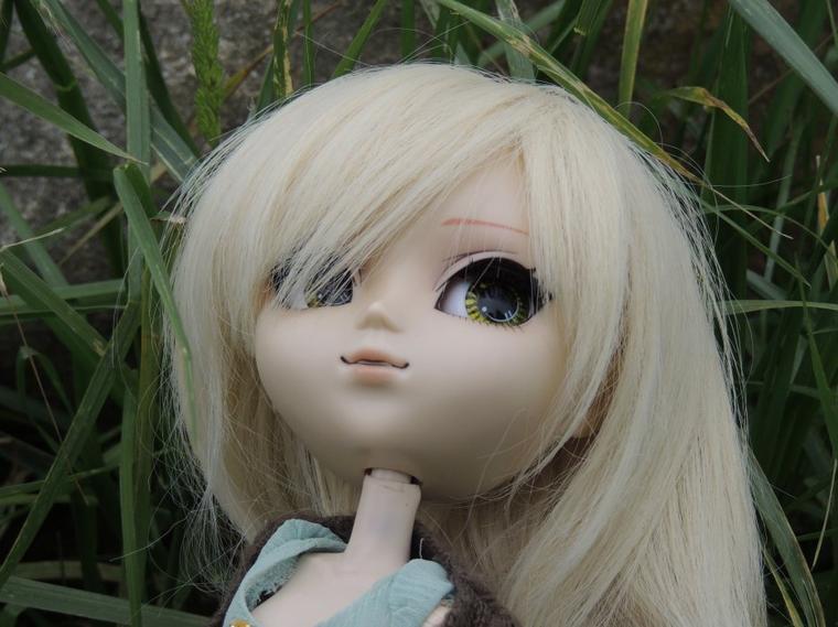 Ayumi ,la fleur entre ses mains