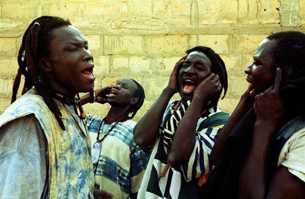 LES BAYES FALL AU SENEGAL (personne en rasta et otres)