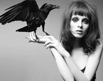 Femme corbeau