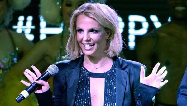 Britney Spears chute et se blesse la cheville sur scène à Las Vegas