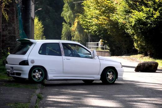 MA CLIO ACHETER ENTIEREMENT ORIGINE (A vendre à partir d'octobre 2013!)