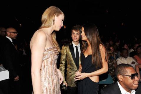 Taylor Swift et Justin Bieber décrochent un CMT Music Awards