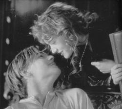 """""""Car, si chaque moment qui passe vous rend plus amoureux, il vous rend aussi plus vulnérable. """""""