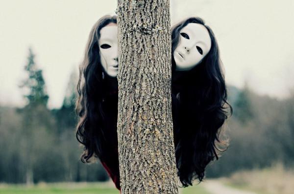 """""""Ne crains pas les illusions c'est déjà sur elles que le monde repose."""""""