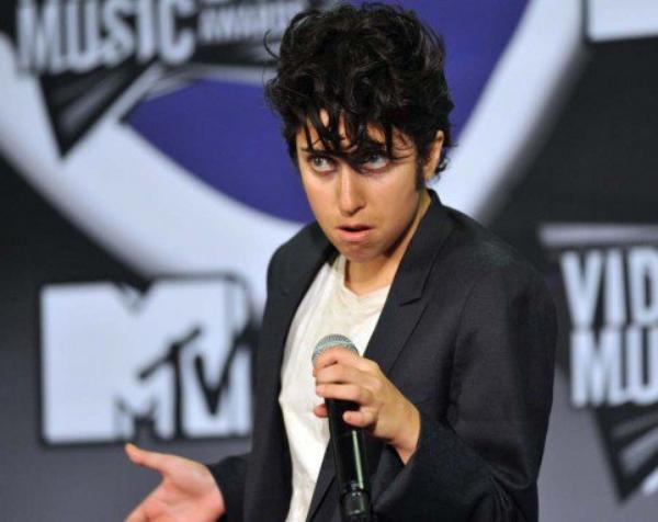 Mais qui est ce donc?!  Et oui c'est bien notre chere Lady Gaga, aux MTV Music Awards 2011!! C'est surprenant!!