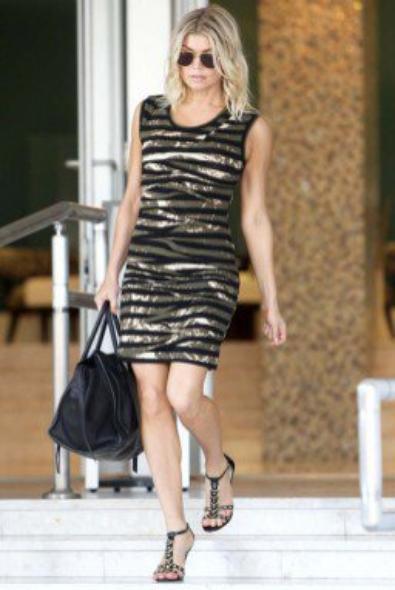 Fergie, enfin une tenue sobre pour aller a l'aeoroport!!
