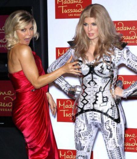 Ca y est! La statue de Cire de Fergie est maintenant chez Mme Tussauds!! :) Et elle a l'air ravie!!!