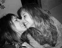 Une vraie amie n'est pas celle que vous connaissez depuis toujours ou qui était là avant tout le monde, non. Une vraie amie c'est celle qui rentre dans ta vie et n'en ressort jamais. ♥