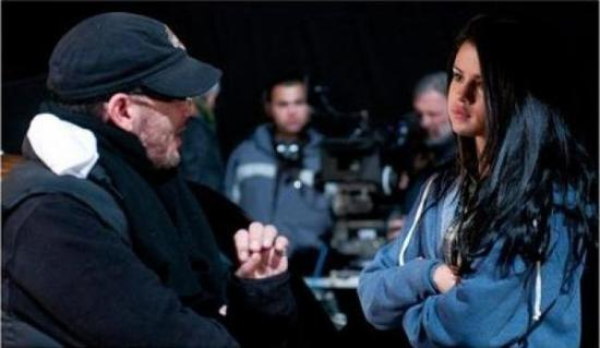 """PREMIERES PHOTOS DU TOURNAGE DU FILM SOMBRE """"THE GETAWAY"""" AVEC SELENA GOMEZ !"""