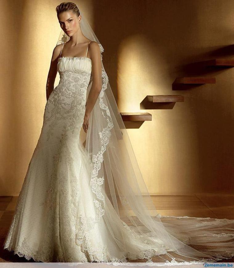 Aujourd'hui, en cette période estivale, propice aux mariages, voici quelques unes de ces robes qui font toujours rêver la plupart d'entre nous