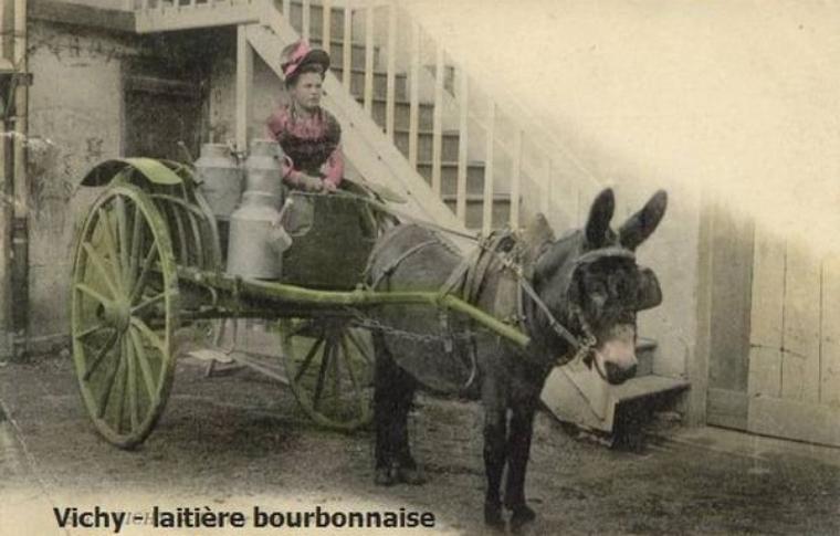 Aujourd'hui, une nouvelle série : les vieux métiers, voici pour aujourd'hui, les laitières ardennaise et bourbonnaise