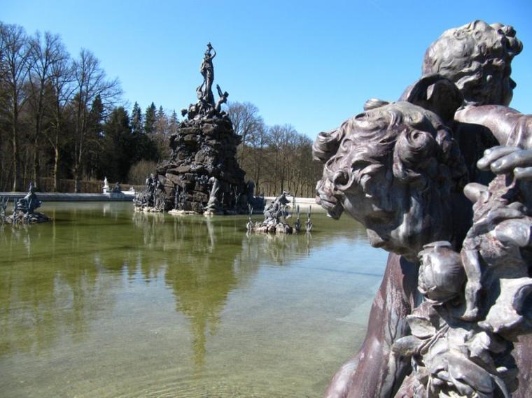 Aujourd'hui, je vous propose une petite balade photos au château de Herrenchiemsee