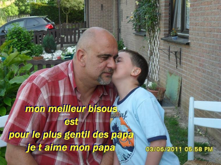 LE MEILLEUR DES BISOUS POUR LE MEILLEUR DES PAPA .....JE T AIME MON PAPA