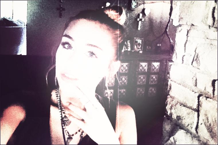 Twitter Time : Découvrez les dernières photos et quelques post de Miley sur twitter.