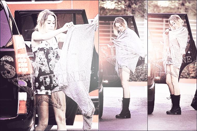 16/04/12 : Miley se promenant avec son chien Floyd à Los Angeles.
