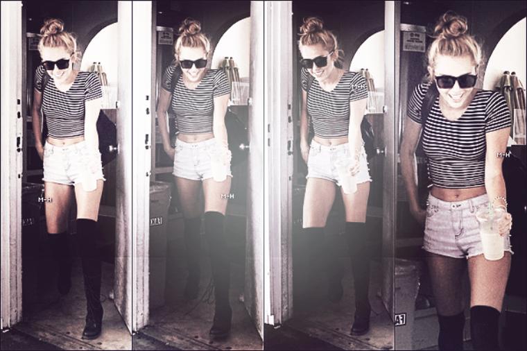 22/06/12 : Miley allant s'acheter un café glacé à Los Angeles.