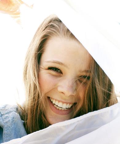 N'oublie pas de sourire, souris pour escroquer ton désespoir, souris pour continuer de vivre.