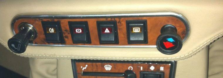 NEW : Zoom sur L'entourage d'interrupteurs MINI - Type Noyer ou Aluminium Brossé