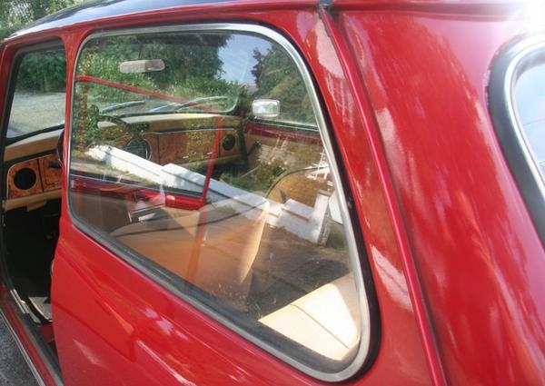 Vue d'ensemble sur l'intérieur personnalisé de la MINI d'Audrey - Après montage des différentes réalisations