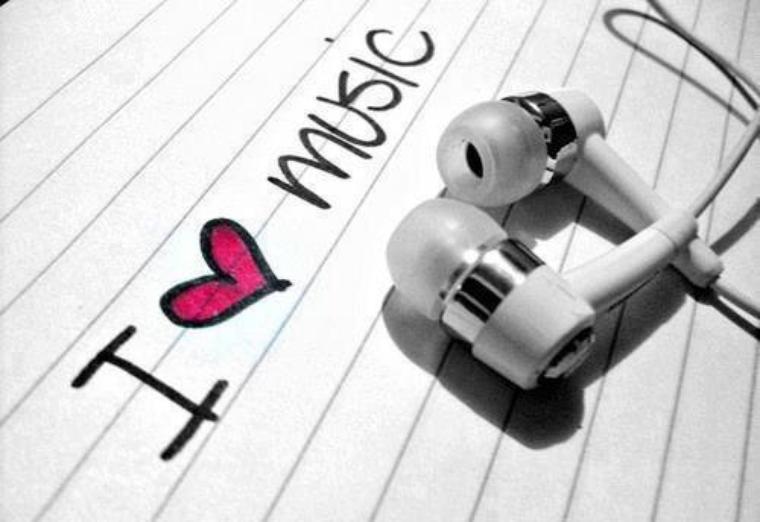 ecouteur, musique c'est bon je t'entend plus je suis plus de ce monde...<3