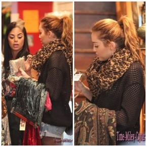Miley Cyrus fait du shopping a Sydney le 27 / 06 / 11