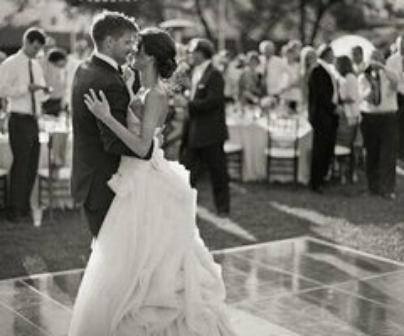 """""""Le mariage, la concrétisation d'une vie, le bonheur, les épreuves mais surtout l'amour de deux personnes..."""""""