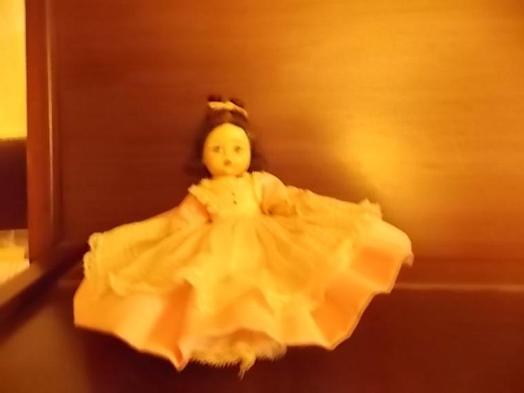 trouvee dans des poupées folkloriques!