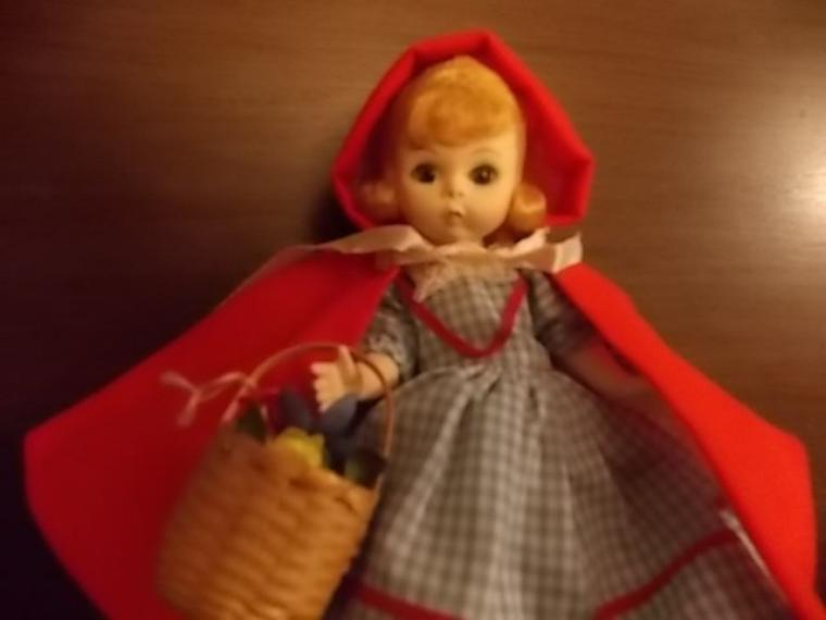 dans la meme série! le petit chaperon rouge (années 810 achete sur eb celle ci mais pas chere!