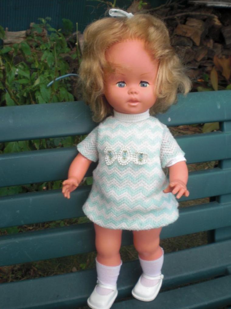 les premieres poupées gégé parlantes a disques