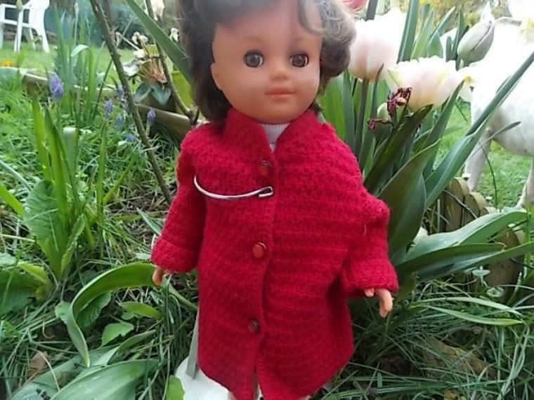 Betsie portait un manteau de Marie Francoise.