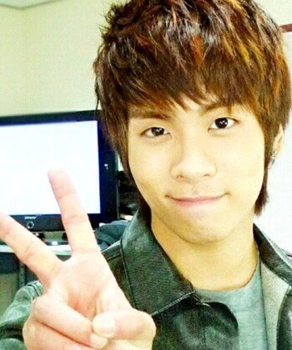 """SHINee    (cette article est dedier a tout fan de """"jonghyun"""")"""